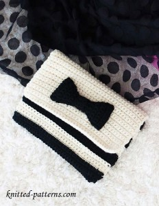 Striped bow clutch