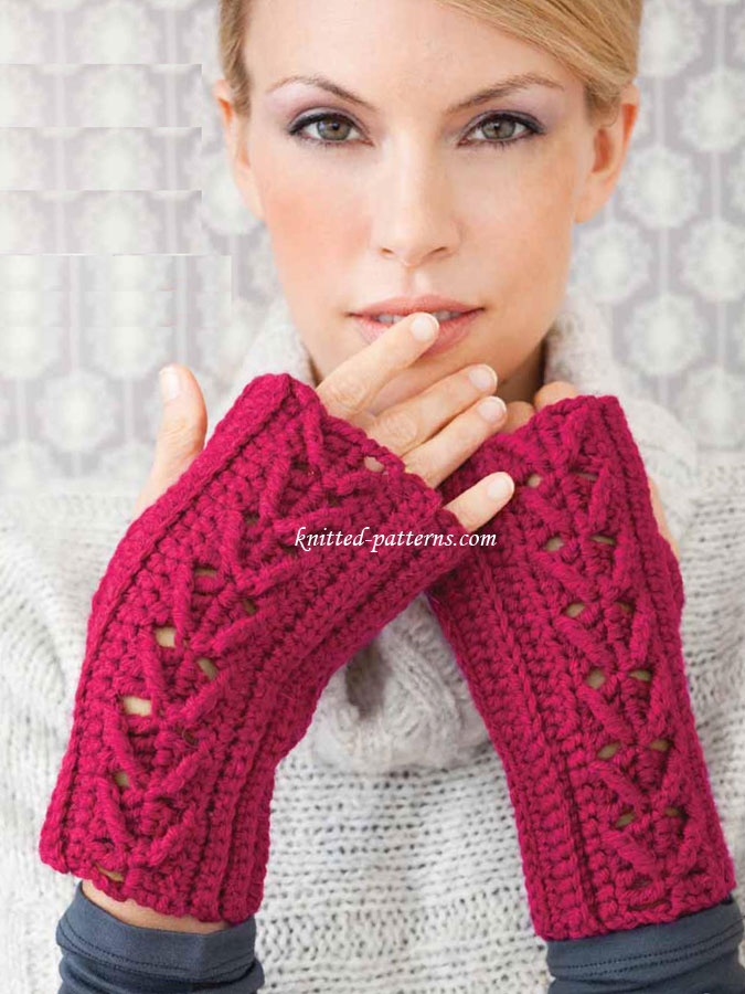 Ladies Mittens Knitting Pattern : Cabled Mitts