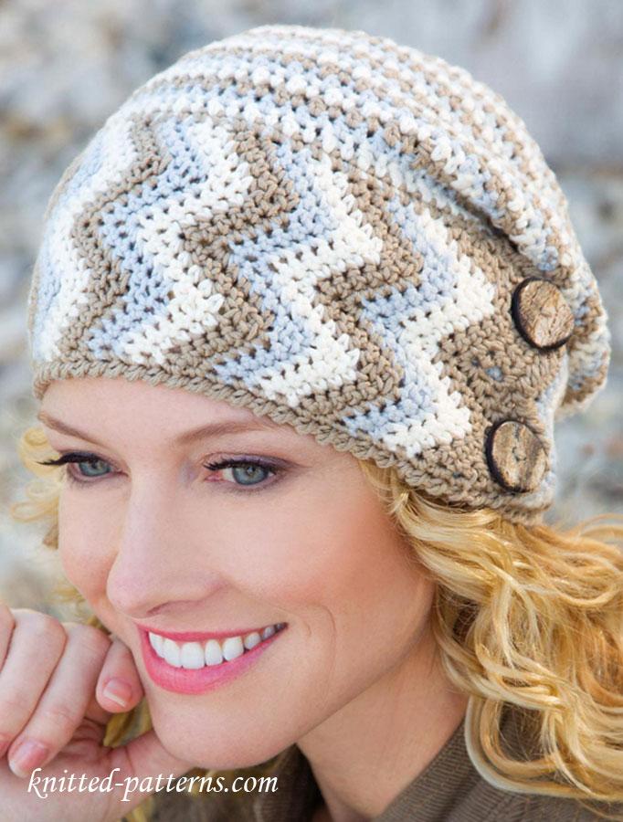 Bonnet tricolore au crochet